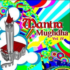 Mantra Mughdha, Vol. 4