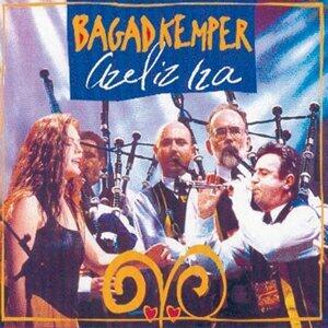 Azeliz Iza - Breton Pipe Band - Celtic Music from Brittany - Keltia Musique - Bretagne