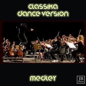 Classika Medley: Sinfonia K40 / Sinfonia No. 9 / Per Elisa / Carmen / Marcia trionfale dell'Aida / Rondò a la Turk / Volo del calabrone / Bolero / Radetkzy March / Il barbiere di Siviglia / Carmen preludio / Sinfonia No. 5 / Il lago dei cigni / American - Dance Version Remix 90's