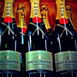 Champagne (feat. Hazel el Sobresaliente)