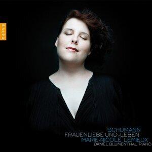 Schumann : Frauenliebe und-Leben