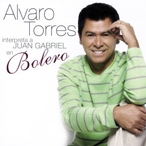 Álvaro Torres Interpreta a Juan Gabriel en Bolero