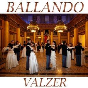 Ballando valzer Medley 2: Granvalzer / Eurovalzer / Perle / Sangue viennese / Valzer del buonumore / Va' pensiero / Splendido valzer / Valzer di mezzanotte / Abito bianco / La campagnola / Valzer del cerimoniale / Ciao mare / Valzerando / Romagna e Sangio