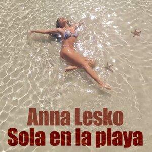 Sola en la Playa