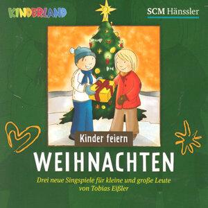 Kinder feiern Weihnachten 2