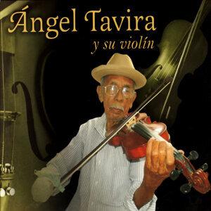 Ángel Tavira y su violin