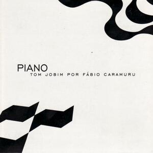 Piano: Tom Jobim por Fábio Caramuru