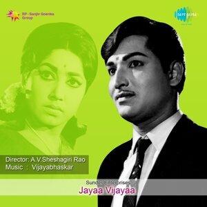 """Hennina Yavvana - From """"Jayaa Vijayaa"""""""