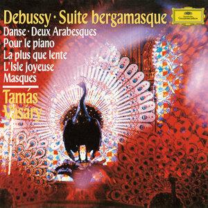 Debussy: Suite Bergamasque, L. 75; Danse, L. 69; Deux Arabesques, L. 66; Pour le piano, L. 95; La plus que lente, L. 121; L'isle joyeuse, L. 106; Masques, L. 105