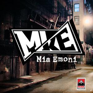 Mia Emoni