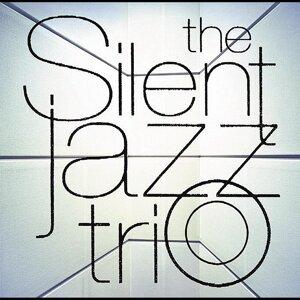 The Silent Jazz Trio・・・天野清継率いるクールなジャズ・ギター・トリオ (The Silent Jazz Trio)
