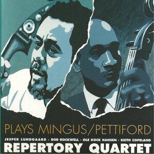 Plays Mingus/Pettiford (feat. Jesper Lundgaard & Bob Rockwell)