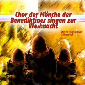 Chor der Mönche der Benediktiner singen zur Weihnacht