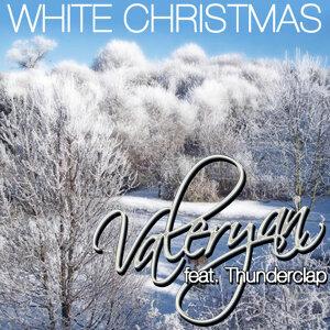 White Christmas (feat. Thunderclap)