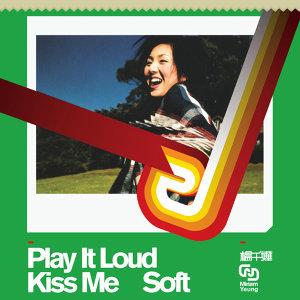 Play It Loud Kiss Music Soft (Play It Loud Kiss Me Soft) - 華星40