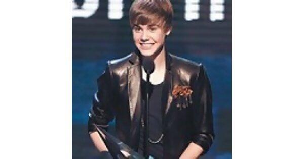 2010全美音樂獎揭曉,16歲寶貝男孩凍蒜大贏家!