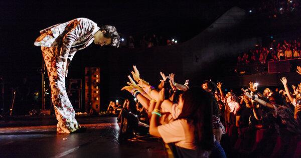 一世代哈利熱唱新加坡 化身搖滾巨星解放粉絲