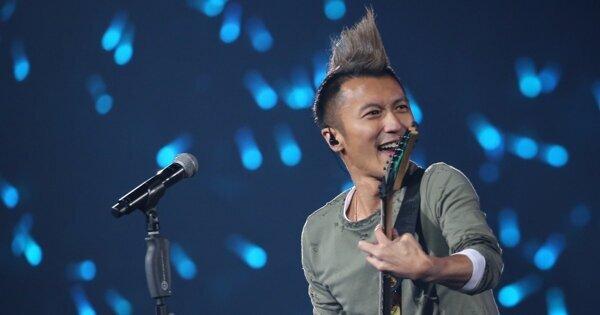 【風雲榜13】風雲大使謝霆鋒搖滾結他 Solo 演出 髮型原來是用熨斗燙的
