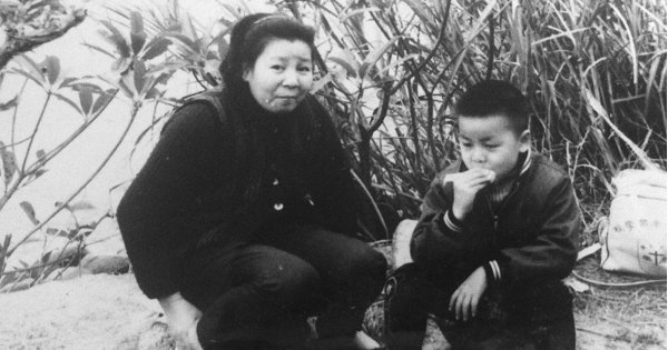 來不及和媽媽告別 他寫書證明她活過:周耀輝專訪 之一