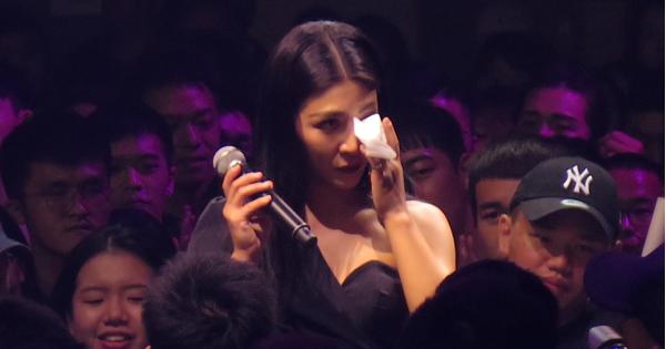 艾怡良爆哭首唱〈偷故事的人〉坦言「害怕唱阿妹的歌」