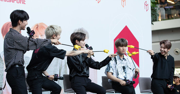 """""""Finger Pointing"""" At The AB6IX Press Con in Singapore"""