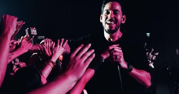 Mike Shinoda開唱!邀粉絲致敬查斯特 含淚合唱聯合公園經典〈Numb〉