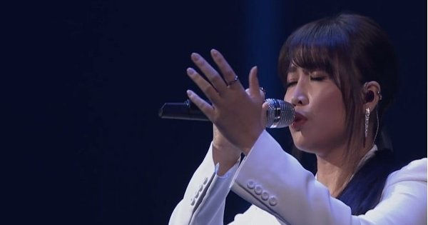 #KMA15: A-Lin Wins 7th Top Artiste Award
