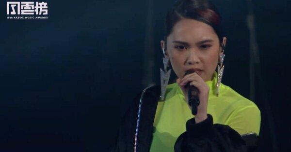 杨丞琳快速换装 轮番演唱〈年轮说〉、〈青春住了谁〉