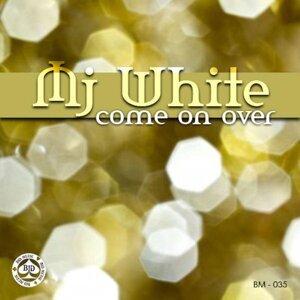 MJ White 歌手頭像
