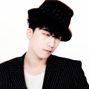 BIGBANG SEUNGRI Artist photo