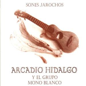 Arcadio Hidalgo y el Grupo Mono Blanco