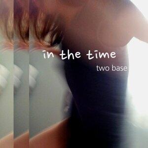 Two Base 歌手頭像