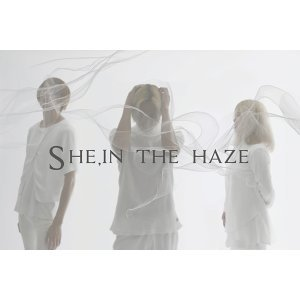 She, in the haze 歌手頭像