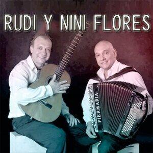 Rudi y Nini Flores