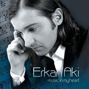 Erkan Aki アーティスト写真