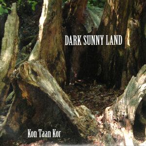 Dark Sunny Land 歌手頭像