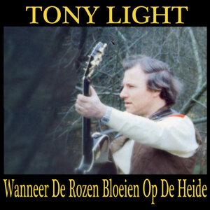 Tony Light 歌手頭像