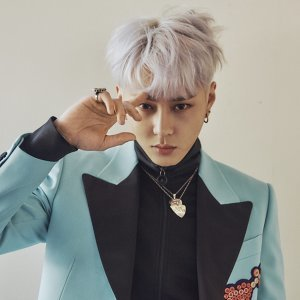 龍俊亨 (Jun Hyung Yong)