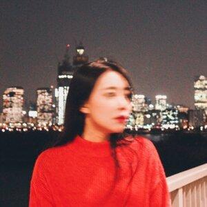 LENI 레니 Artist photo