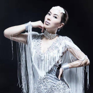 河靜靜 (He Jingjing) 歌手頭像