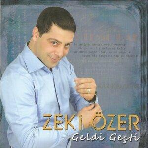 Zeki Özer アーティスト写真