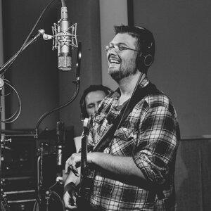 Adam Plomaritas 歌手頭像