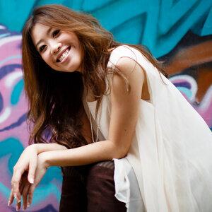 Bevlyn Khoo (邱意淋) 歌手頭像