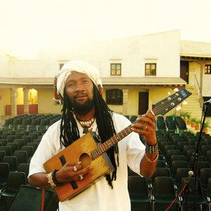Kilema Randrianantoandro (克雷馬) 歌手頭像