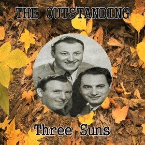 Three Suns アーティスト写真