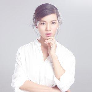 Huang Ying (黃英) アーティスト写真
