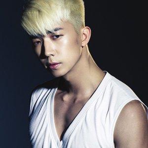 張祐榮 (Jang Woo Young)