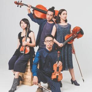玩弦四度 (Interestring Quartet) アーティスト写真