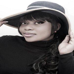 Tina Iyasele 歌手頭像