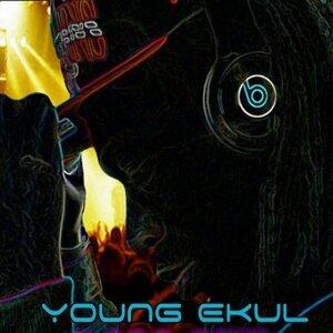 Young Ekul 歌手頭像